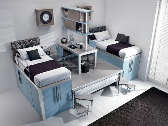 白色的墙面加上浅蓝色的床柜